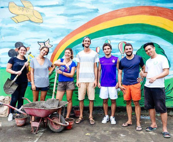 definition of volunteer tourism